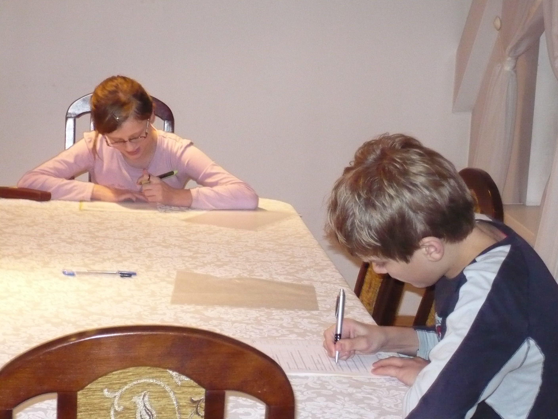 Zuzanna-i-Michal-pisza-odpowiedzi