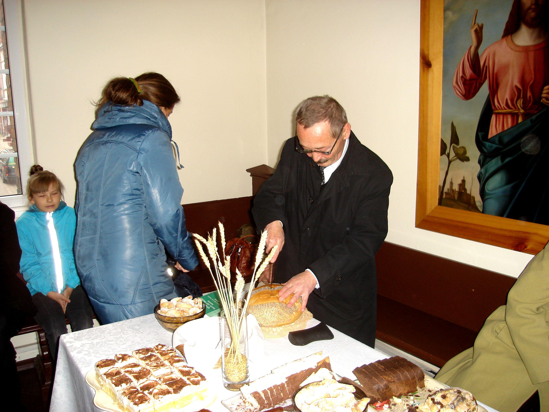 Ks.-P.-Badura-podzielil-chleb